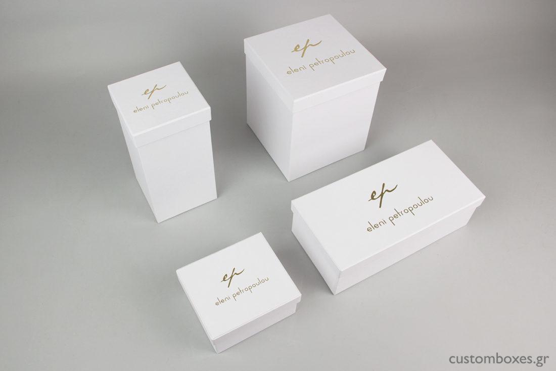 Κατόπιν ειδικής παραγγελίας, δημιουργήσαμε για τα κοσμήματα της Ελένης Πετροπούλου, σκληρό κουτί σε λευκό χρώμα, τύπου rigid box.
