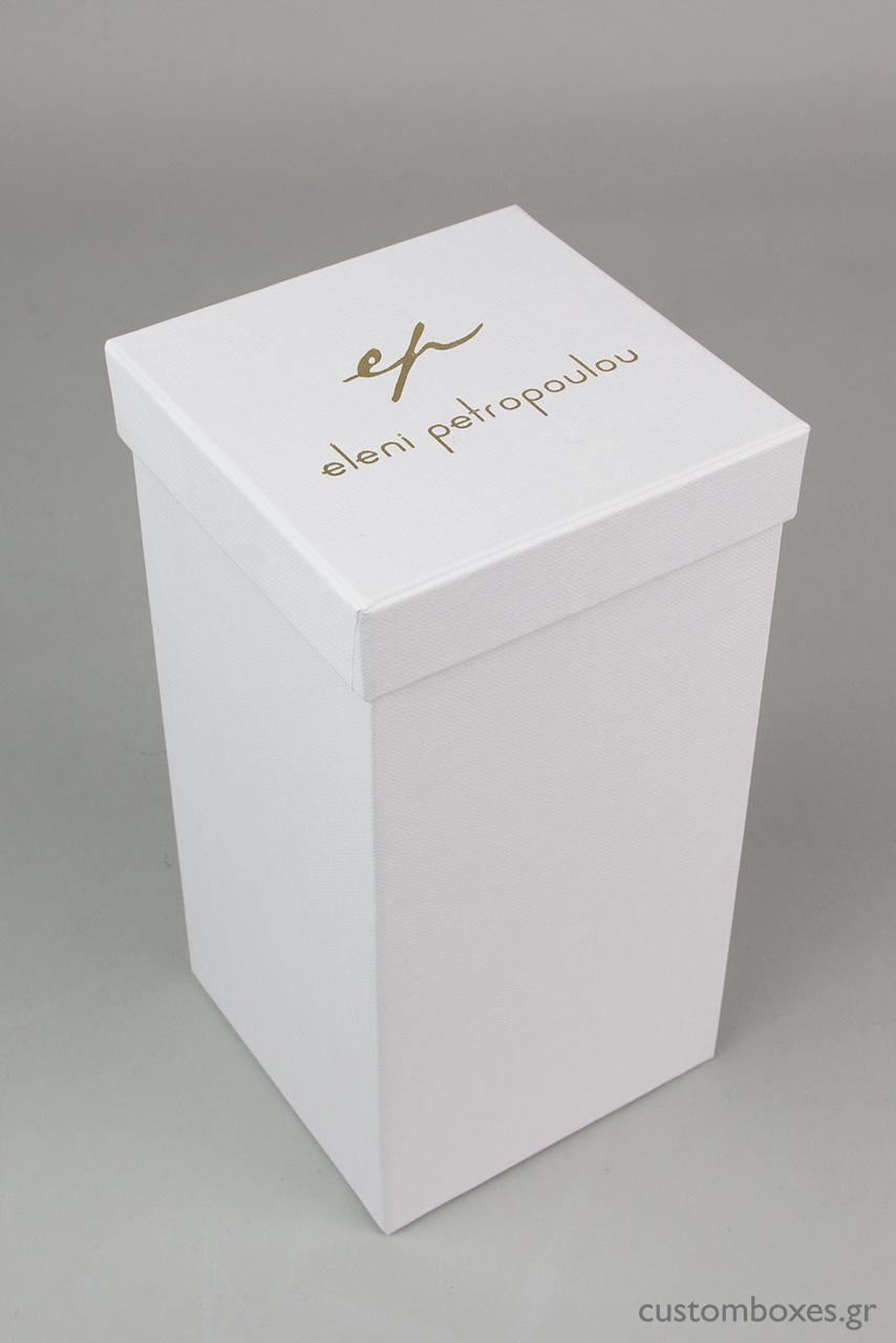 Κατόπιν ειδικής παραγγελίας, δημιουργήσαμε για τη σειρά ρολογιών της Ελένης Πετροπούλου, σκληρό κουτί σε λευκό χρώμα, τύπου rigid box.